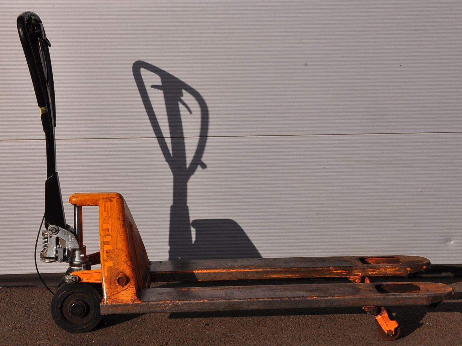 still hp23 handhubwagen 2 3 t mit bremse hubwagen gabelhubwagen palettenwagen ebay. Black Bedroom Furniture Sets. Home Design Ideas